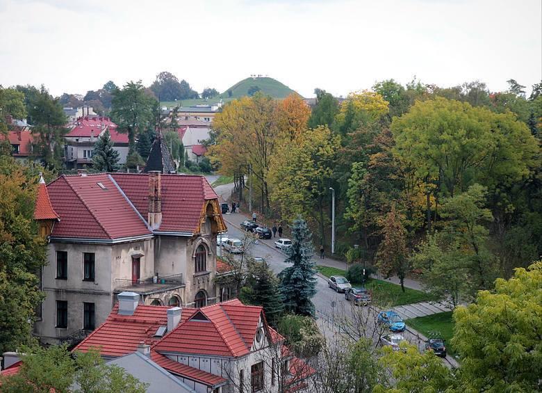 Podgórskie wille Po obejrzeniu kościoła św. Józefa, można przejść się ulicami Lasoty, Parkową albo Stawarza. Amatorzy zabytkowych willi poczują się tu