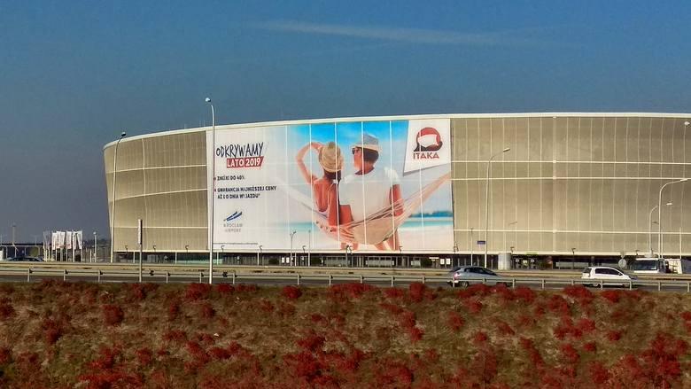 Reklama Biura Podróży Na Membranie Stadionu Miejskiego Czy To