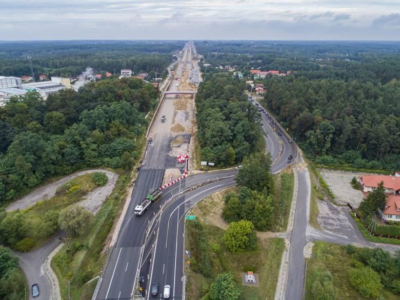 """Ekspresową """"siódemką"""" pojedziemy do samej Warszawy. Na zlecenie Generalnej Dyrekcji Dróg Krajowych i Autostrad trwa budowa całego odcinka,"""