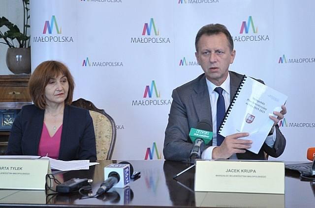 Najważniejszym punkt obrad dotyczył projektu budżetu województwa na przyszły rok. Dokument przygotował jeszcze poprzedni zarząd koalicji PO-PSL, a nowy