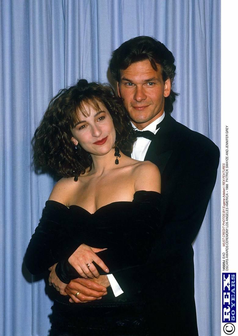 Jennifer Grey i Patrick Swayze na gali wręczenia Oscarów w 1988 r.Jeden z najpopularniejszych filmów w historii kina został nagrodzony Oscarem za najlepszą