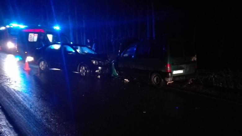 Pierwszy wypadek miał miejsce na drodze Hajnówka-Białowieża. Zderzyły się tam dwa samochody osobowe. Jedna osoba została poszkodowana. Pierwszej pomocy
