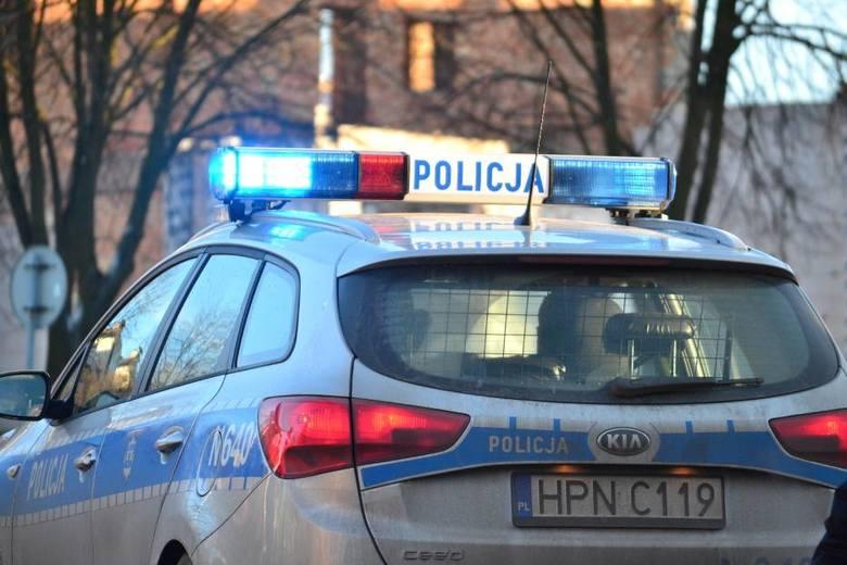 Policjanci ścigali w nocy samochód, którego kierowca nie zatrzymał się do kontroli drogowej