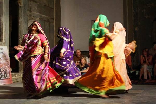 Podróz po Indiach<br /> Indyjskie tance. Udaipur, Radzastan.