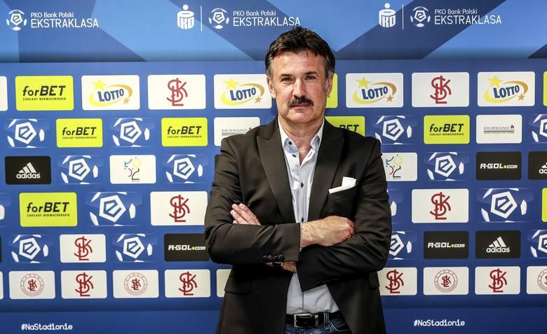 Ligę dla beniaminka spróbuje uratować 54-letni Wojciech Stawowy. 4 maja były dyrektor szkółki Escola Varsovia na stanowisku trenera zastąpił Kazimierza