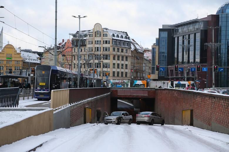 Szykują się trudne warunki na drogach we Wrocławiu. Zdjęcie ilustracyjne