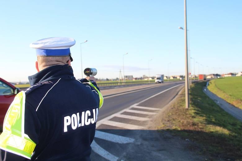 Policjani z KPP w Nakle dzialania na drodze krajowej nr 10 prowadzą cyklicznie. Nie warto szarzować z prędkością