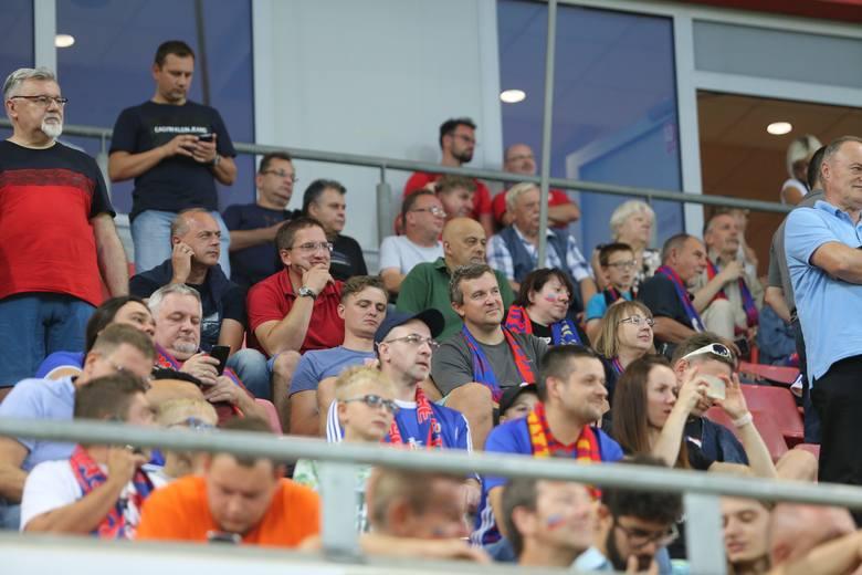 Mecz oglądało 4.698 widzów, w tym 771 kibiców Lecha.