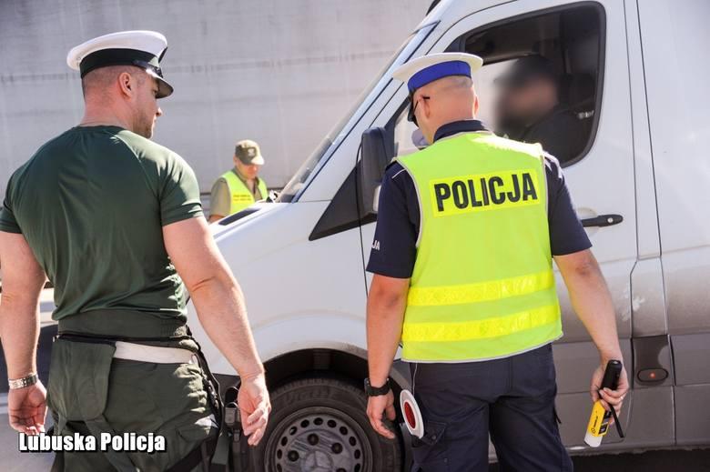 - Policjanci gorzowskiej drogówki wzięli pod lupę ciężarówki i autokary zmierzające w kierunku pomorza droga ekspresową S3. Przez ponad sześć godzin