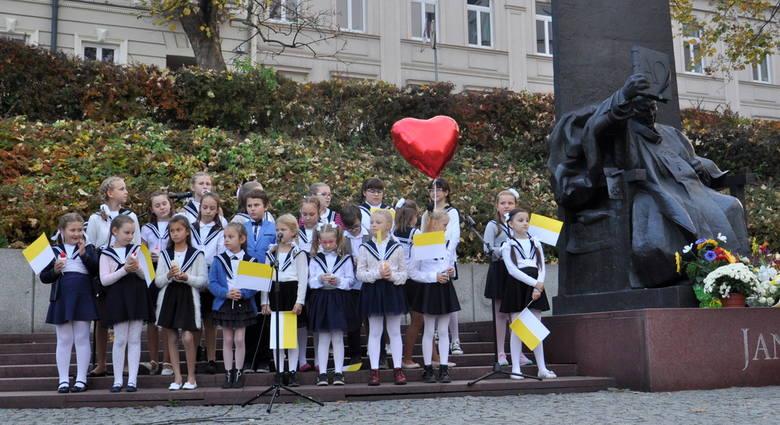 Przemyskie przedszkolaki i uczniowie szkół podstawowych już po raz dziewiąty wyśpiewały ulubione pieśni świętego Jana Pawła II. Uroczysty koncert z okazji