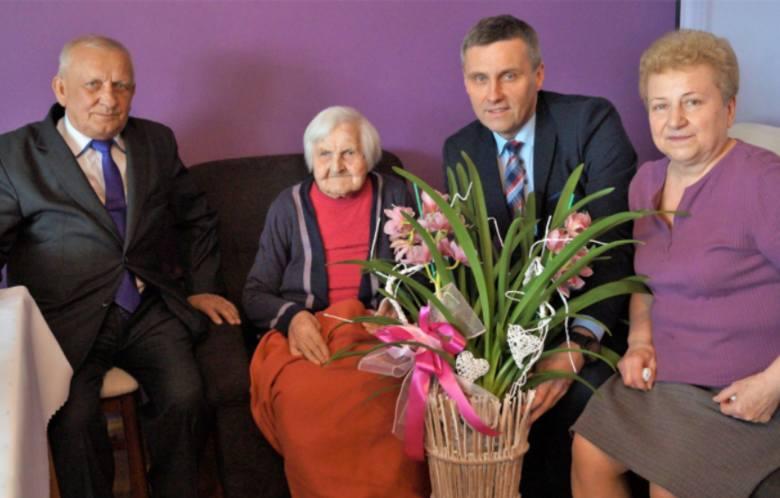 Pani Genowefa Kapciak z Kawęczyna w gminie Ciepielów obchodziła 103. urodziny. Jest w gronie najstarszych mieszkanek powiatu lipskiego