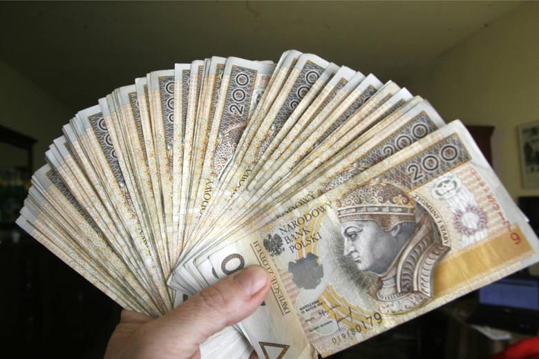 W 2020 roku najniższe krajowe wynagrodzenie na pełnym etacie wynosi 2600 złotych brutto. A jak zarabiają mieszkańcy województwa kujawsko-pomorskiego?