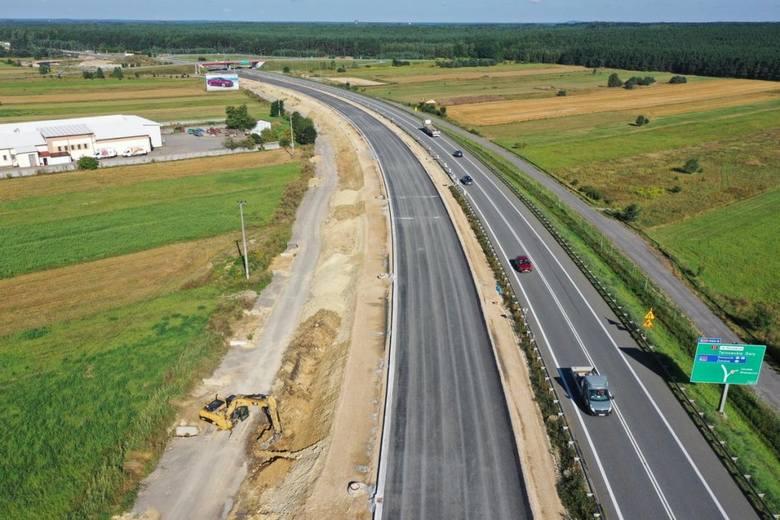 Nowe drogi w województwie śląskim: Droga ekspresowa S1S1 to droga ekspresowa, która zaczyna się i kończy w województwie śląskim. Ma tworzyć jego drogowy