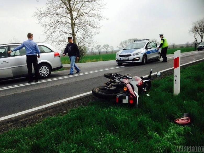 Jak wynika z wstępnych ustaleń policji, 20-letni kierujący oplem vectrą wymusił pierwszeństwo przejazdu na 46-latku jadącym prawidłowo motorowerem marki
