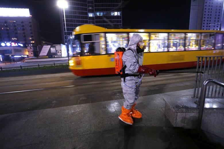 Ozonowanie ulic, przystanków i przejść podziemnych, Warszawa, 2 kwietnia