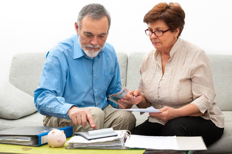 ZUS wypłaci czternastą emeryturę wszystkim uprawnionym z urzędu wraz ze świadczeniem za listopad 2021 roku. Pełną kwotę czternastej emerytury, czyli