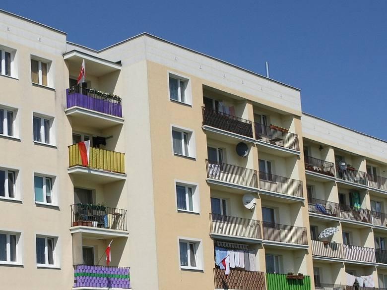 34-latek wypadł z balkonu i zmarł.