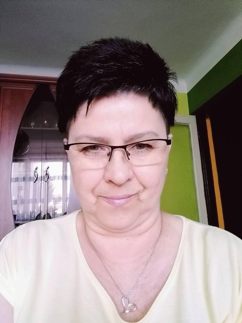Iwona Jolanta Kalupa jest pielęgniarką na oddziale wewnętrznym szpitala w Ostrowi Mazowieckiej. Pracuje tu od 15 lat, a w zawodzie od 34 lat. Mieszka