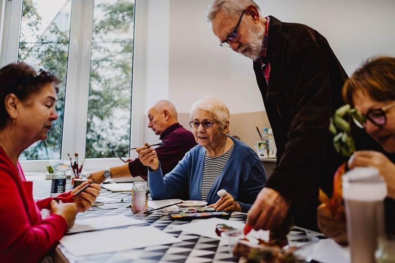 Pabianice. Kromka chleba dla sąsiada - wolontariusze pomagają seniorom