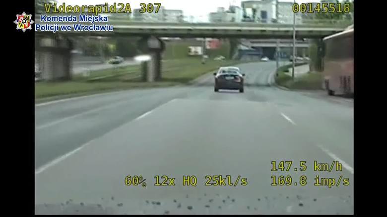 Prawie 150 km/h na Legnickiej. Bo chciał sprawdzić auto odebrane od mechanika