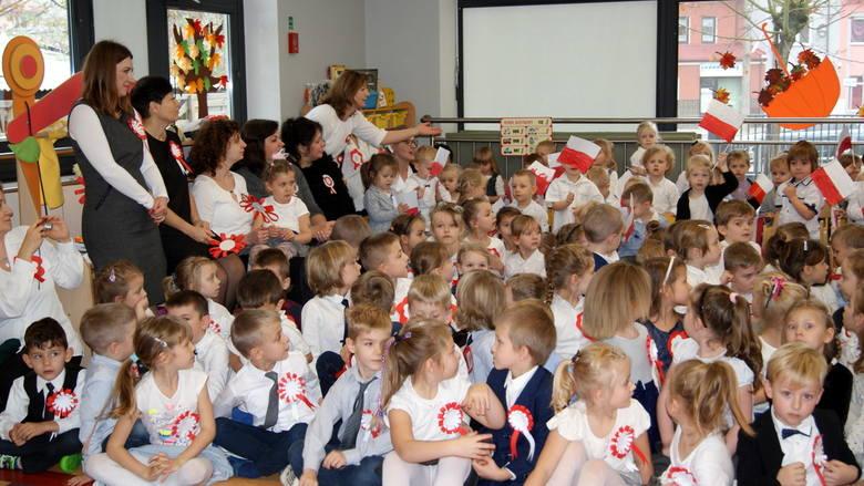 Akademia z okazji stulecia odzyskania niepodległości w Przedszkolu nr 8 w Skierniewicach [ZDJĘCIA]