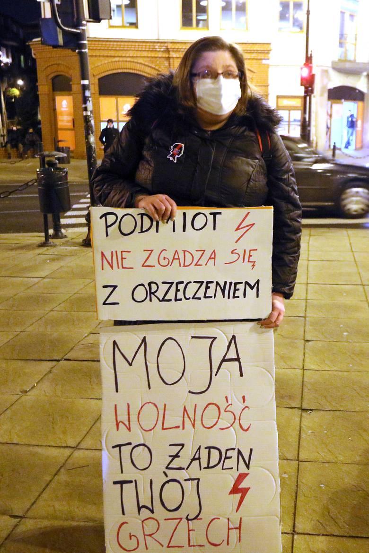 """""""Bicie pałą to nie praca"""". Gorąco na proteście kobiet w Lublinie. Zobacz zdjęcia i wideo"""