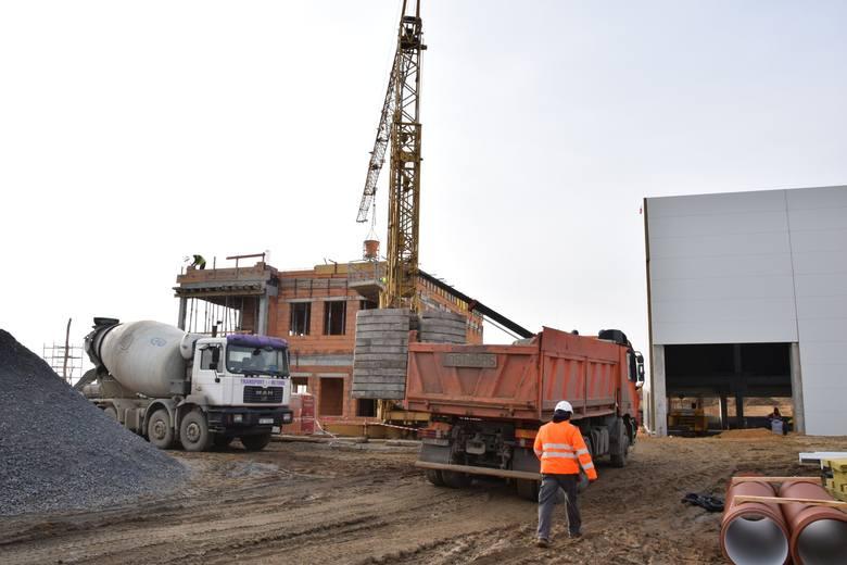 Fabrykę firmy Wolf buduje lokalna firma Adamietz, która wygrała konkurs na przeprowadzenie tej inwestycji. Pracę w zakładzie znajdzie około 60 osób.