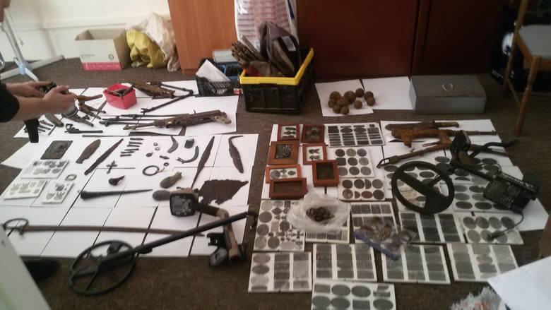 Przy jednym z zatrzymanych policja zabezpieczyła m.in. bomby lotnicze