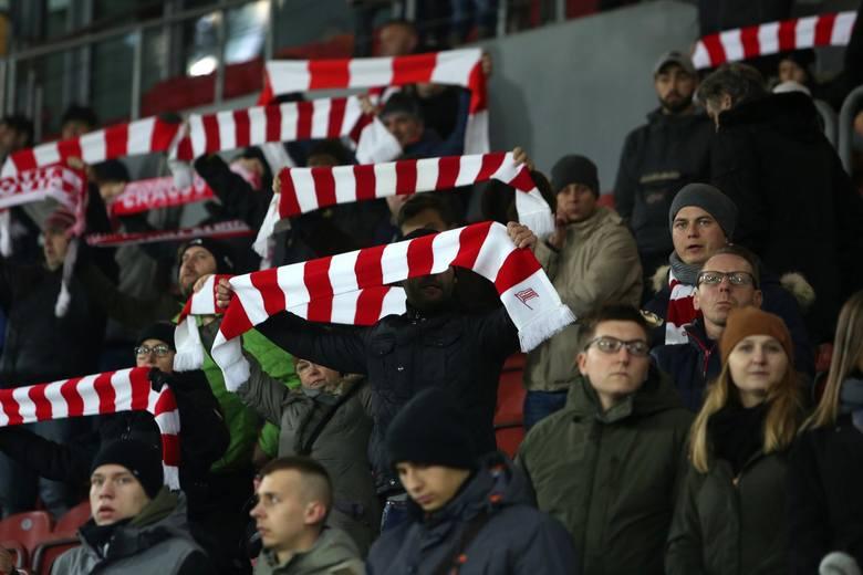 Fani Cracovii na meczu ze Śląskeim Wrocław