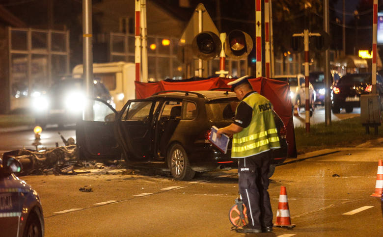 Wypadek miał miejsce w niedzielę na ul. Podkarpackiej w Rzeszowie.- Kierujący volkswagenem nie ustąpił pierwszeństwa kierującemu motocyklem Suzuki. Doszło