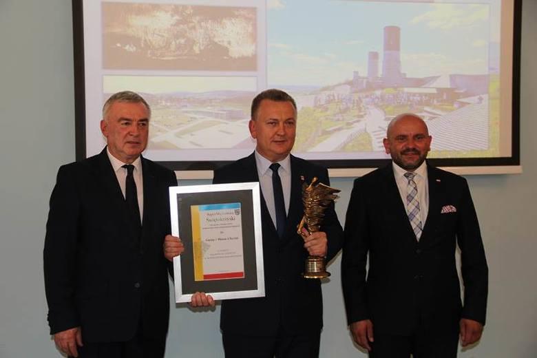 Nagroda Super Wędrowiec Świętokrzyski dla Gminy Chęciny - Fot. archiwum UGiM w Chęcinach