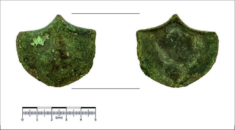 Pochodząca z terenu Cesarstwa Rzymskiego zawieszka z końskiej uprzęży, która podczas badań w Borach Tucholskich okazała się kluczem do wielu tajemnic