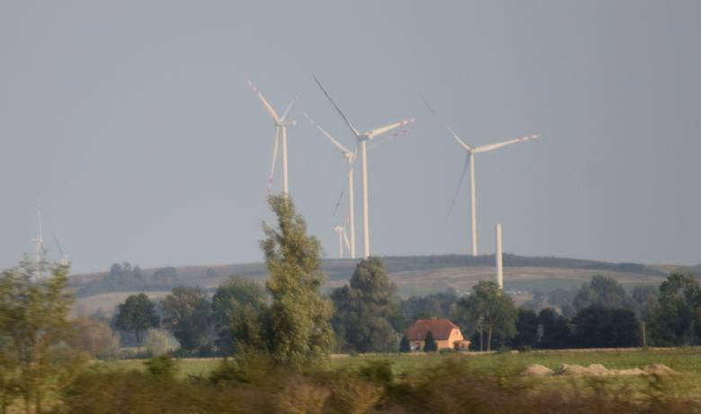 Farma Wiatrowa Pomerania rośnie w oczach i będzie jedną z największych w Polsce. Inwestor przygotował niesamowity filmik [zdjęcia, wideo]