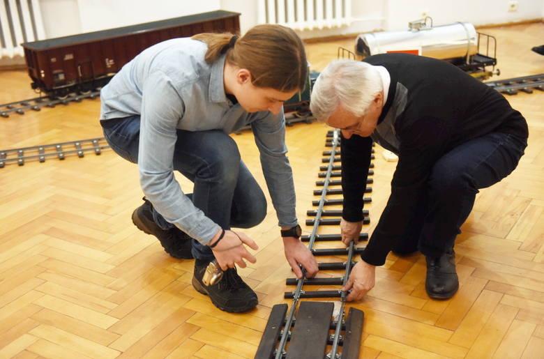 Jan Jarzina w Zastalu przepracował 45 lat. Na wystawie w Muzeum Ziemi Lubuskiej w Zielonej Górze możemy podziwiać modele wagonów, które konstruował