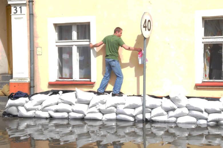 Minęło już 11 lat od ostatniej, wielkiej powodzi w Krośnie Odrzańskim. W maju 2010 roku Odra wylała i zalała miasto, ale mieszkańcy musieli jakoś funkcjonować.