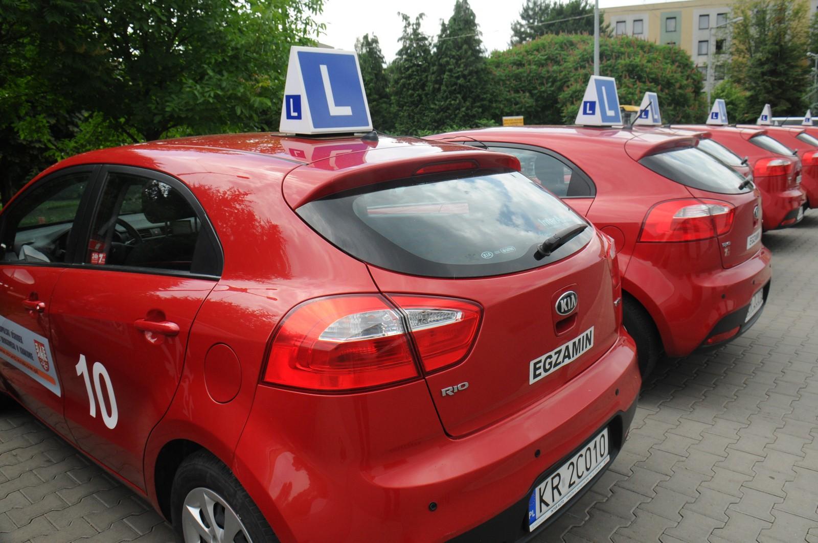 04529c30e55fd Obecnie w stolicy Małopolski egzaminy przeprowadzane są na 25 samochodach  marki. MORD kupił je dokładnie cztery lata temu. W tym roku wymienione mają  zostać ...
