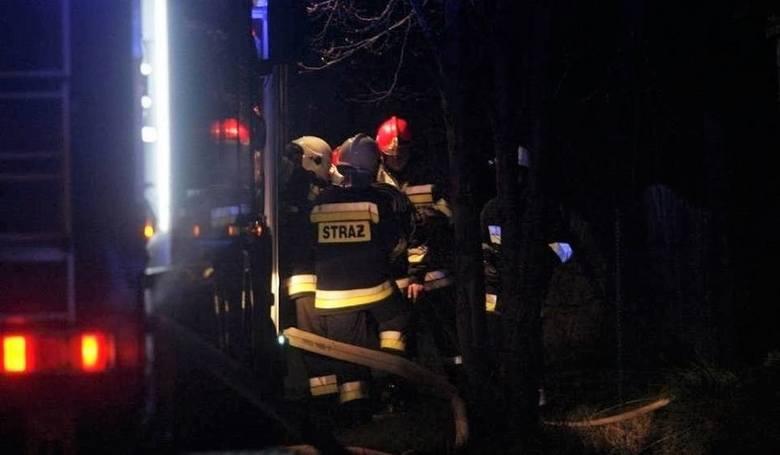 Pożar domu w Trachach. Ogień pojawił się nad ranem w łazience. Ewakuowano 7 osób