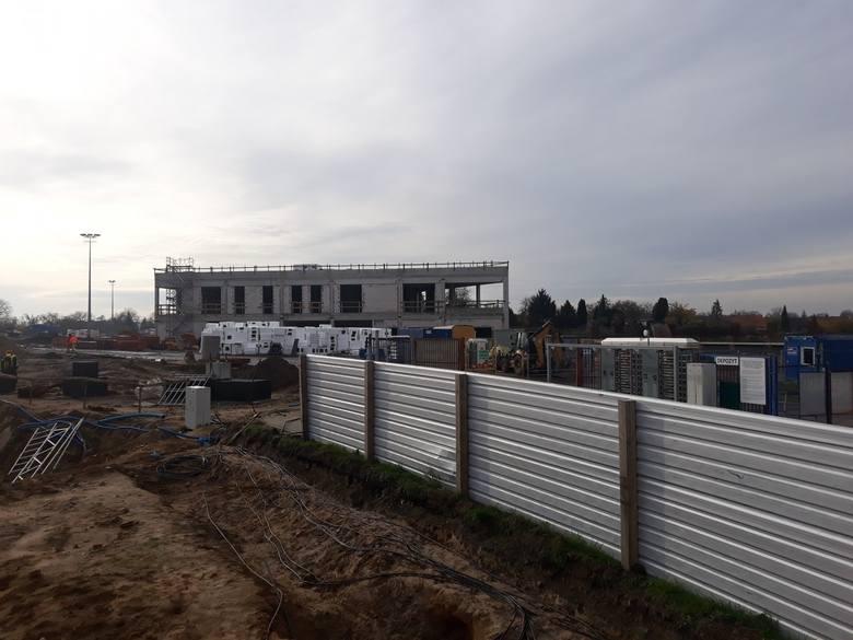8 listopada na budowie stadionu przy u. Twardowskiego.ZOBACZ TEŻ: Dwa boiska treningowe mają być gotowe jeszcze w tym roku [ZDJĘCIA]