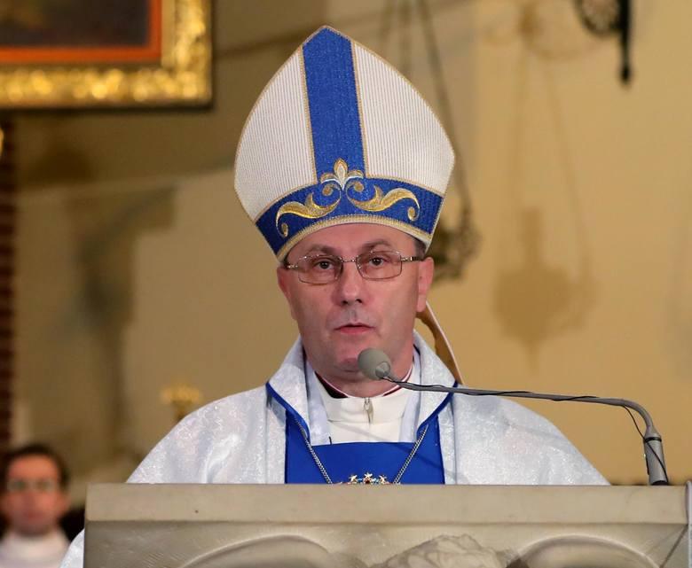 """Abp Wojciech Polak po emisji filmu """"Zabawa w chowanego"""" publicznie ogłosił, że postawą biskupa kaliskiego zainteresuje Watykan."""