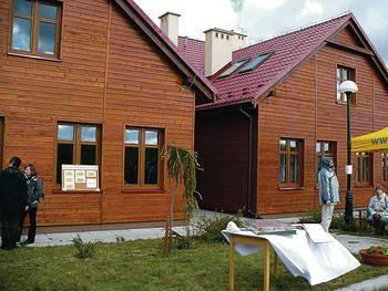 Na farmie miało powstać kilka takich domów Fot. Ewa Tyrpa