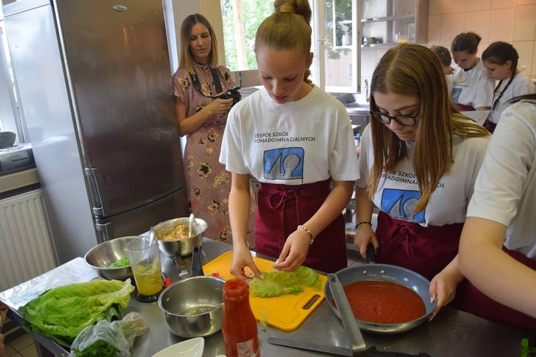"""Konkurs """"Kuchnie Świata"""" dla uczniów w ZSP w Słupsku (zdjęcia)"""