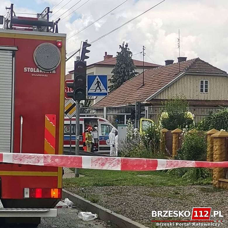 Brzesko. Wypadek karetki transportującej pacjenta z koronawirusem. Wśród rannych są dzieci