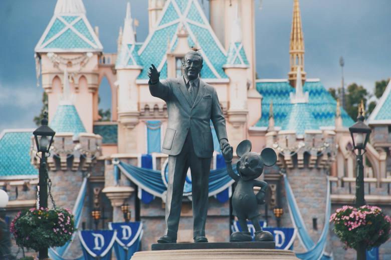Walt Disney został zamrożonyWalt Disney, twórca znanego na całym świecie studia filmowego, był nałogowym palaczem. W 1966 roku zdiagnozowano u niego