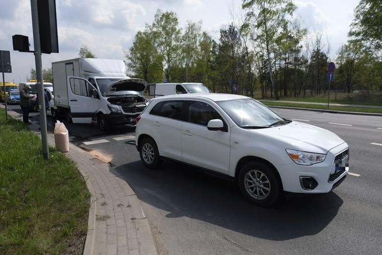 We wtorek (24 kwietnia) około godz. 10.40 na skrzyżowaniu ul. Łódzkiej z ul. Włocławską doszło do zderzenia trzech samochodów. Kierowca jednego z nich