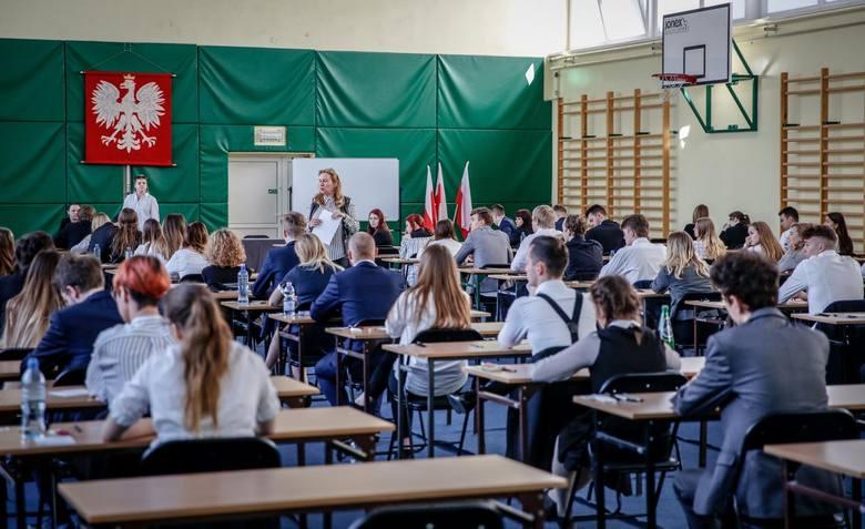 21 wrocławskich liceów i 14 techników porównano w maturalnym zestawieniu przygotowanym przez branżowy portal WaszaEdukacja.pl. Stworzono ranking, w którym