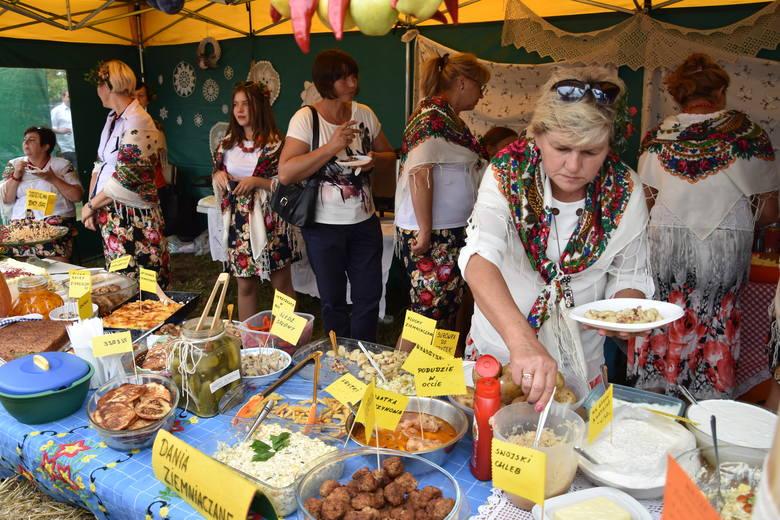 Znakomicie udały się gminno-parafialne dożynki w Sadkach, na które organizatorzy zaprosili gości w sobotę 1 września. Pogoda dopisała, frekwencja także.