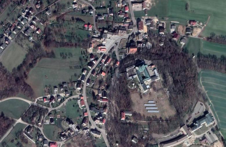Góra św. AnnyOpolskie wsie z lotu ptaka. Czy rozpoznasz je wszystkie? Prześledź naszą galerię zdjęć satelitarnych Google Maps.