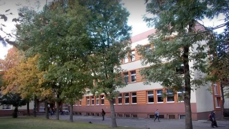 SZKOŁA PODSTAWOWA NR 3 W GRODKOWIE, Szkoła RokuPSP nr 3 w Grodkowie to szkoła przyjazna uczniom, rodzicom i nauczycielom. Dzięki pasji i zaangażowaniu