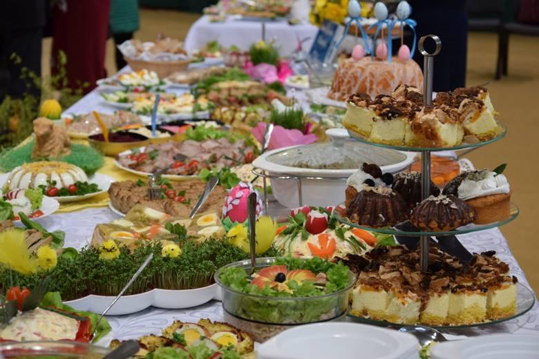 Powiatowa Wystawa Stołów Wielkanocnych to lokalna tradycja. Co roku gospodarzem jest inna gmina powiatu sępoleńskiego