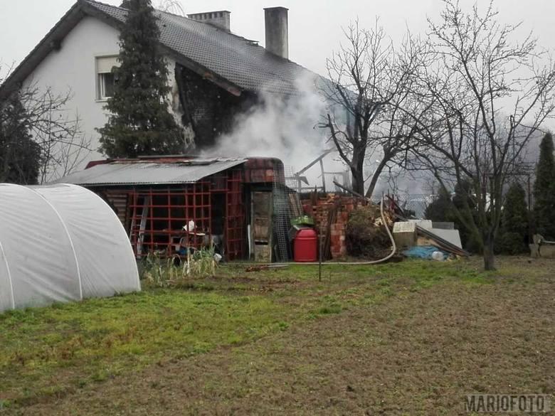Pożar w Zielęcicach koło Brzegu. Paliła się altana i drewniany barakowóz. Nie ma poszkodowanych